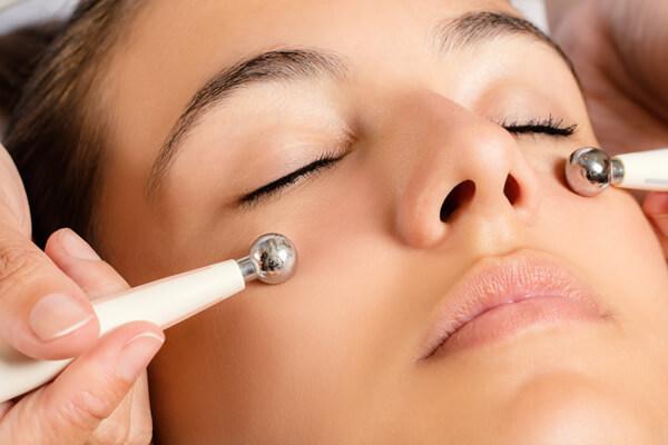 リフトアップ美顔器でほうれい線や肌たるみを上げていこう!